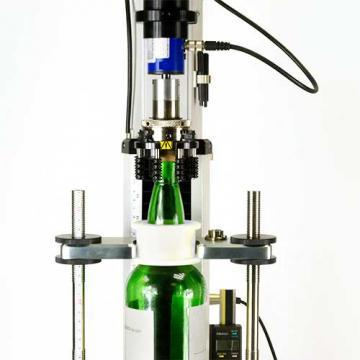 CombiCork-i extraction test on whisky bottle stopper